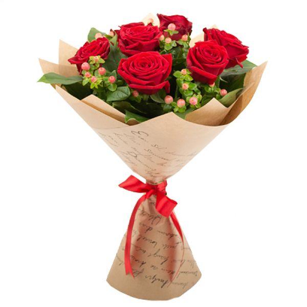 Артикул: 035-308 Состав букета: 11 роз красного цвета, гиперикум, оформление Размер: Высота букета 60 см Роза: Выращенная в Украине http://rose.org.ua/bukety-iz-roz/1582-buket-ledi-gamilton.html #букеты #букетроз #доставкацветов #RoseLife #flowers #SendFlowers #купитьрозы #заказатьрозы #розыпоштучно #доставкацветовкиев #доставкацветовукраина #срочнаядоставка #заказатьрозыкиев