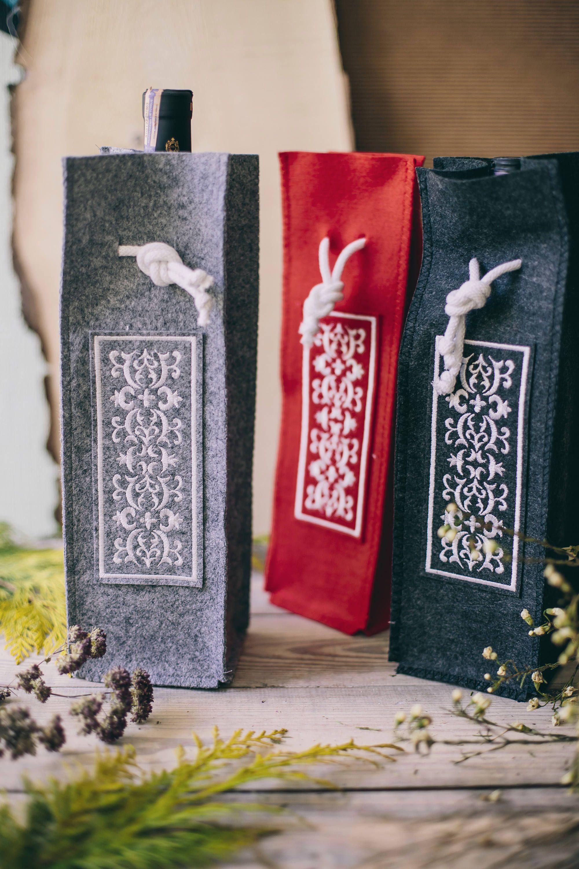 Wine Holder Bag Felt 2019 Christmas Wine Lovers Gift Boyfriend Xmas Gift Housewarming Gift Embroidered Red Carrier Felt Wine Bottle Tote Wine Bag Christmas Wine Gifts For Wine Lovers