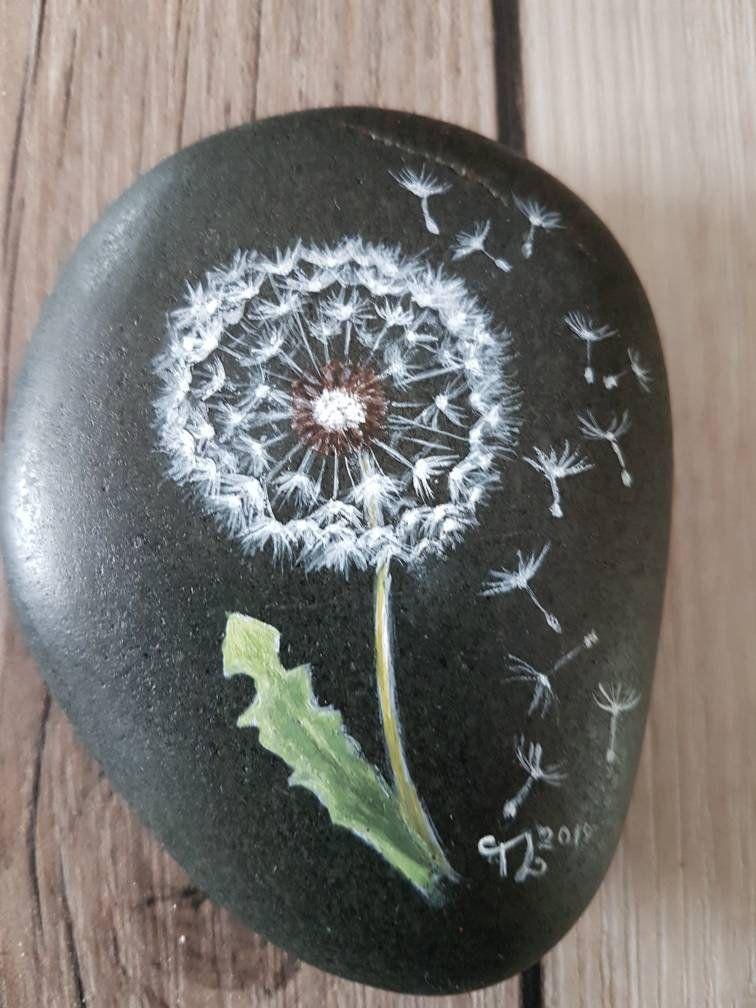 Bemalter Stein Pusteblume, painted rocks, Kieselsteinkunst, Steinkunst, Rockart, handbemalte Kieselsteine, Herbst, Winter, bemalte Steine