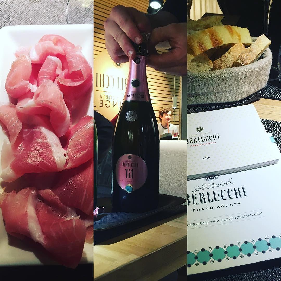 #degustazione #top a #milano presso #ilmercatodelduomo : #prosciutto di #parma da #sogno ambiente raffinato #debandrose #musica #jazz ma soprattutto #vino #franciacorta e #servizio curatissimo  #picoftheday #igers #Wine #lombardia #perlagesuite by perlagesuite