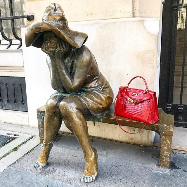 les3marchesdecatherineb - Hello ! Street art inspiration rue Bonaparte, everybody knows this women ! Have a nice day 💋#ruebonaparte #streetart #picoftheday #bagoftheday #catherineb