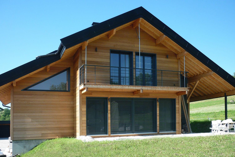 Fabrication d une maison en bois affordable la dune charmante maison en bois prs de varsovie en for Fabrication ossature bois maison