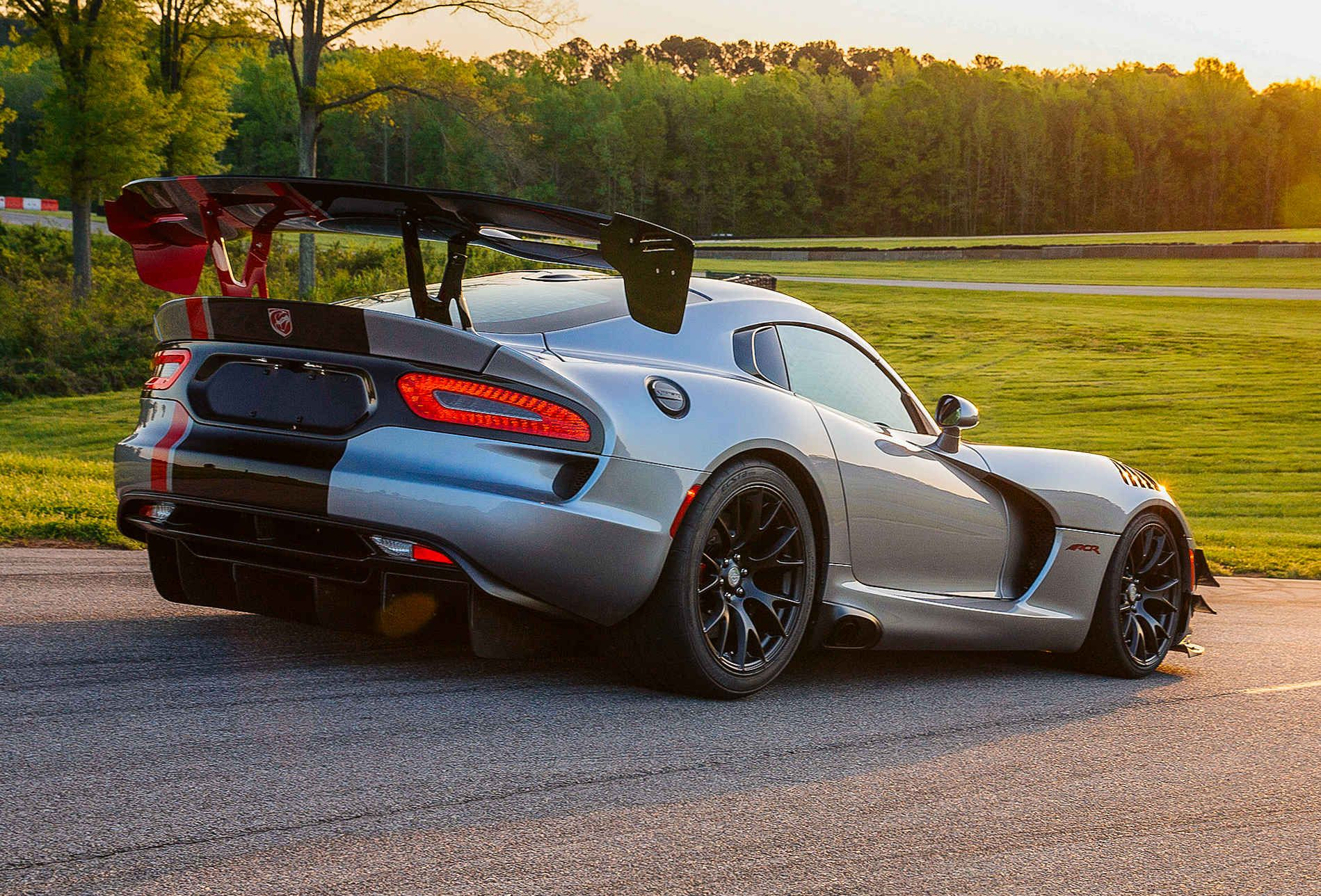 The Intimidating Viper Acr Is Somehow Street Legal Dodge Viper Viper Acr 2016 Dodge Viper
