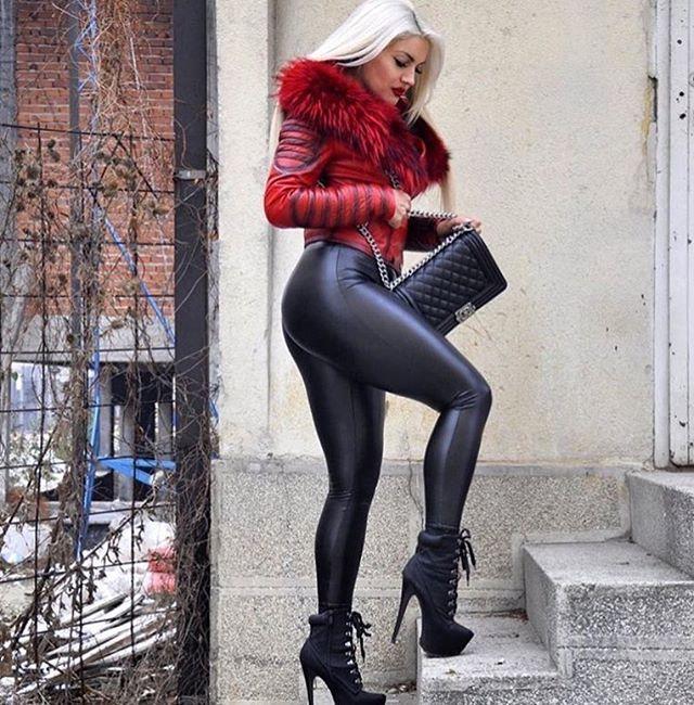 Pin Oleh Bruce Willis Di Fashion Di 2020 Model Pakaian Legging Kulit Celana Kulit