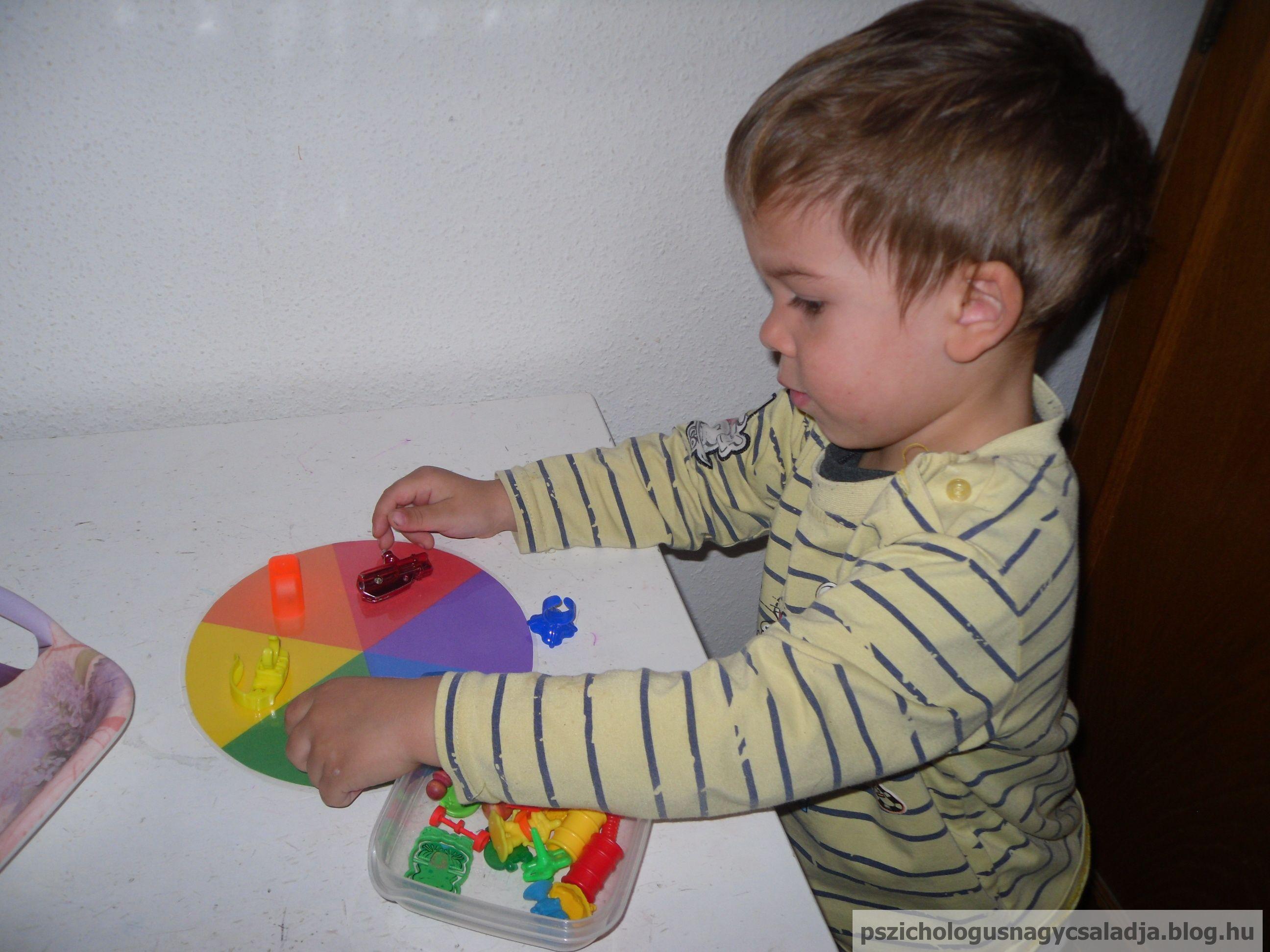 Montessori tálca, színkerék