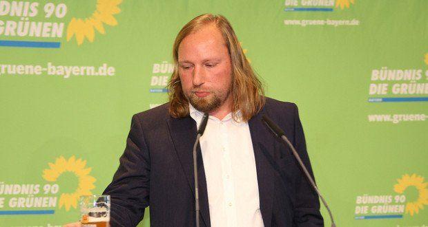 Deutschland sei ein weltoffenes Land und müsse es auch bleiben, dafür werden die Grünen kämpfen, sagt Hofreiter. – Andere kämpfen auch für ein weltoffenes Deutschland. Ein vernünftiges Deutschland, welches seine Grenzen schützt und Menschen in echter Not Zuflucht bietet, aber nur jene auf Dauer aufnimmt, die qualitativ das Land bereichern.
