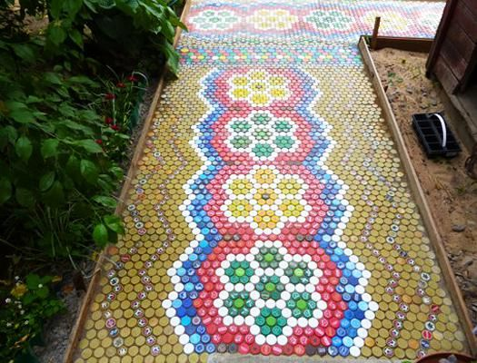 How to recycle plastic bottles for outdoor home decorating for Home decor using plastic bottles