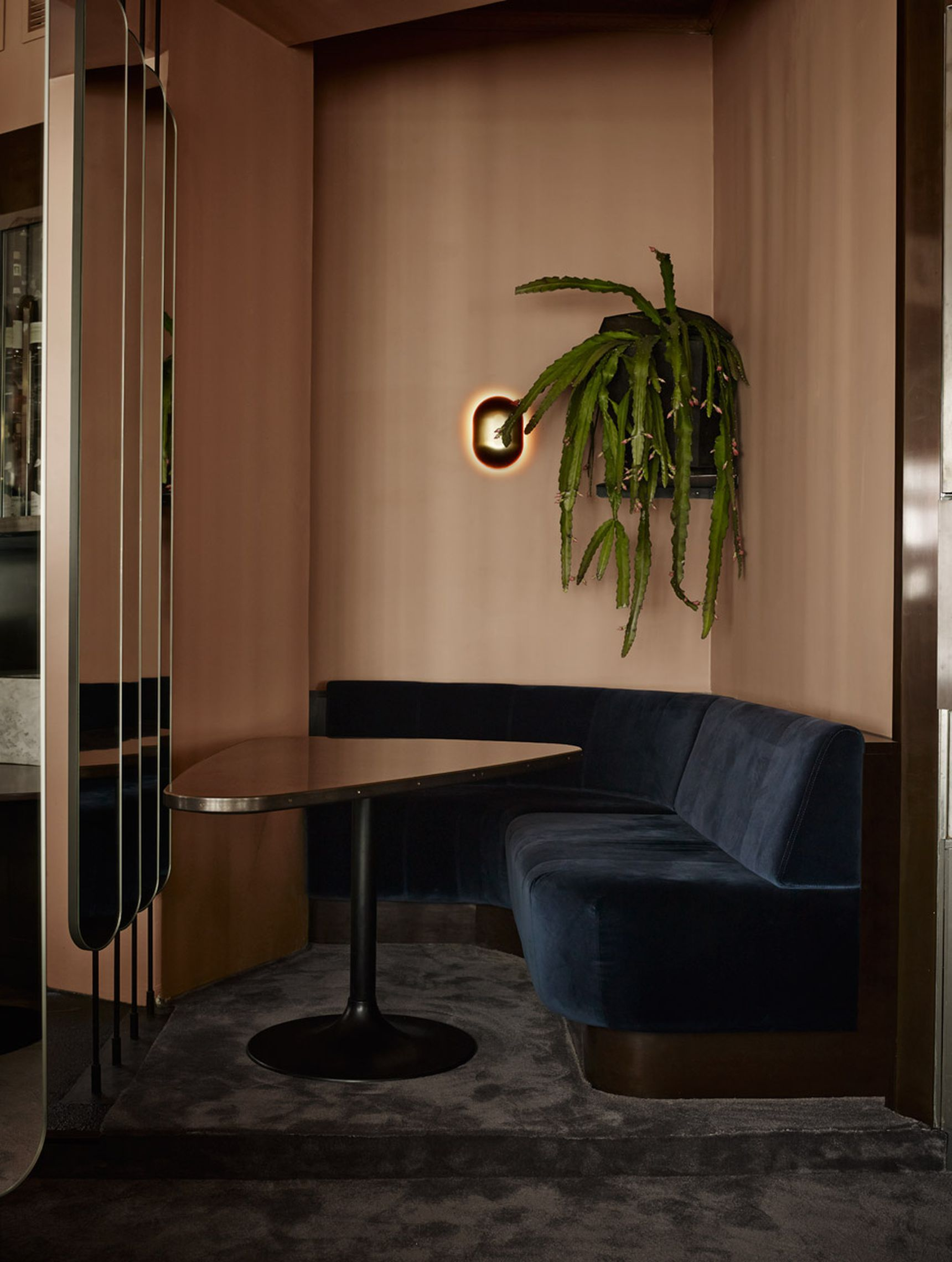Suave Cafe Elevates Scandinavian Minimalism To Luxurious Heights Curbed Restaurant Interior Interior Scandinavian Interior