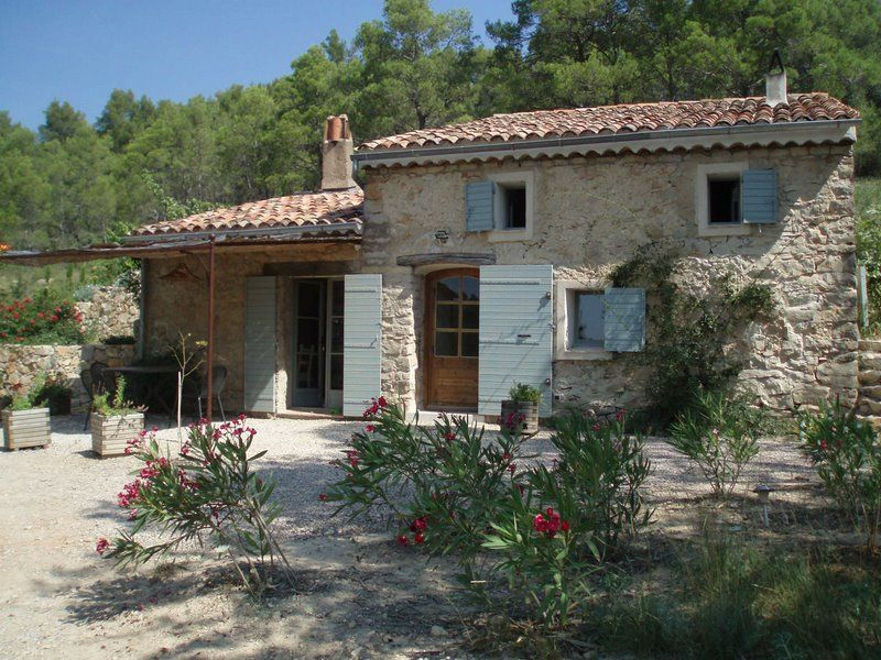 Provence mas this could be our guest house inspiration for Casa francese di abiti e profumi