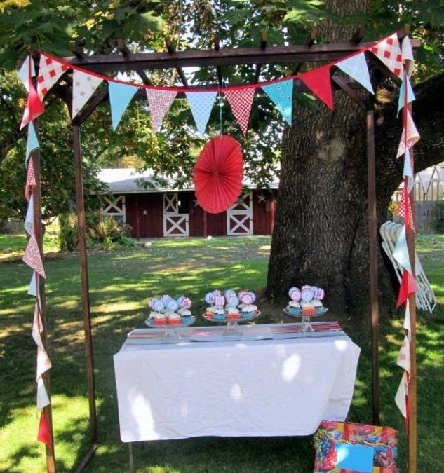 garten party veranstalten fest tisch servietten girlande - Erfolgreiche Party Im Garten Organisieren