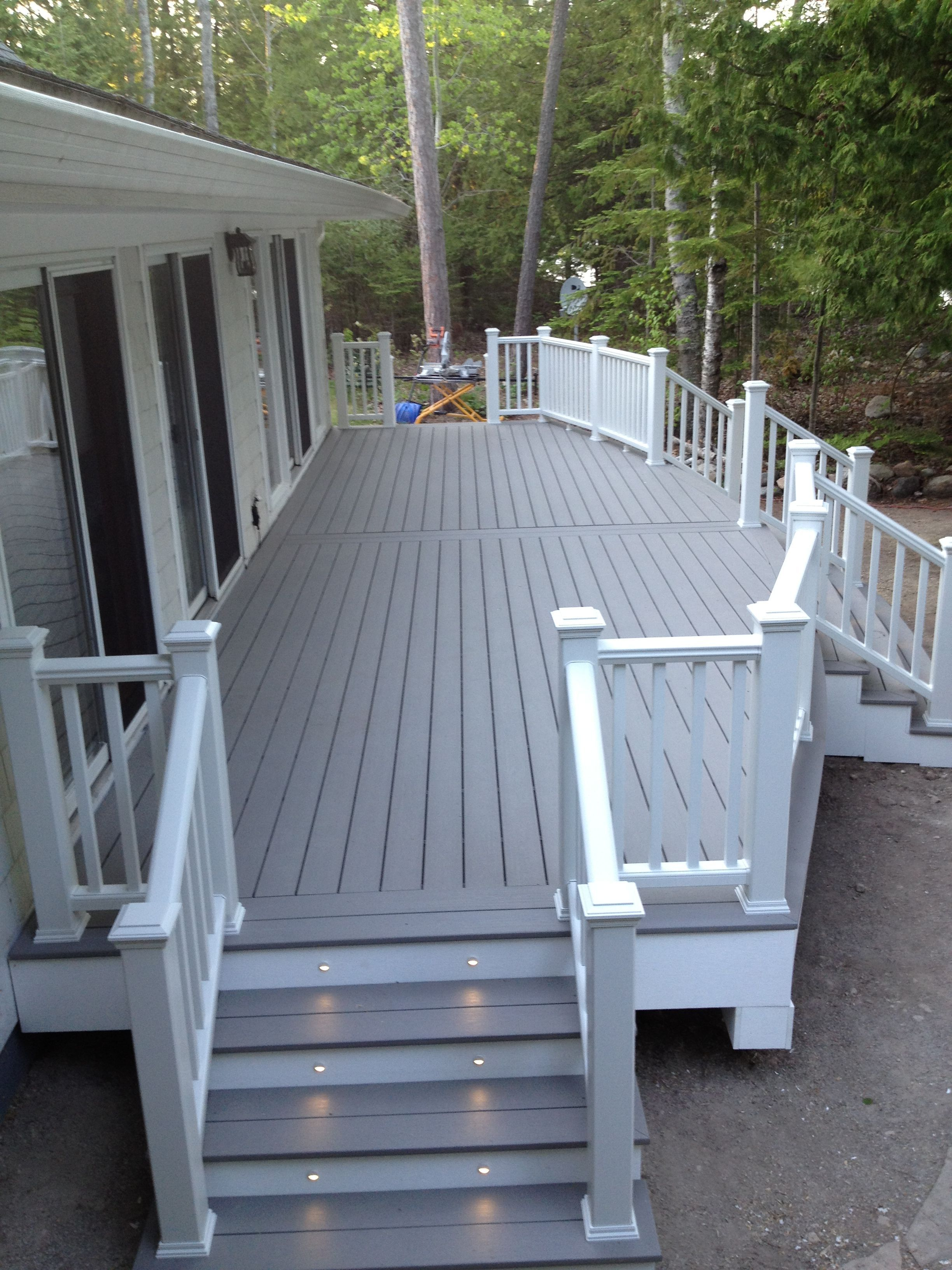 Pvc Deck Www Renewitdecks Com Petoskey Mi Decks Northern Michigan Deckconstruction Met Afbeeldingen Achtertuin Vuurplaatsen Pergola S