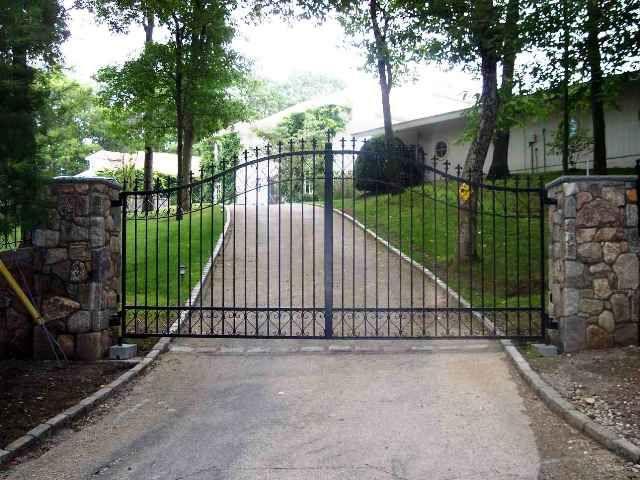 Automated Iron Entry Gate Http Www Gatesandfences Com Iron Gates