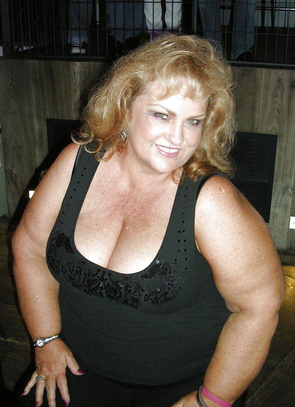 Mature wife getting naughty — photo 9