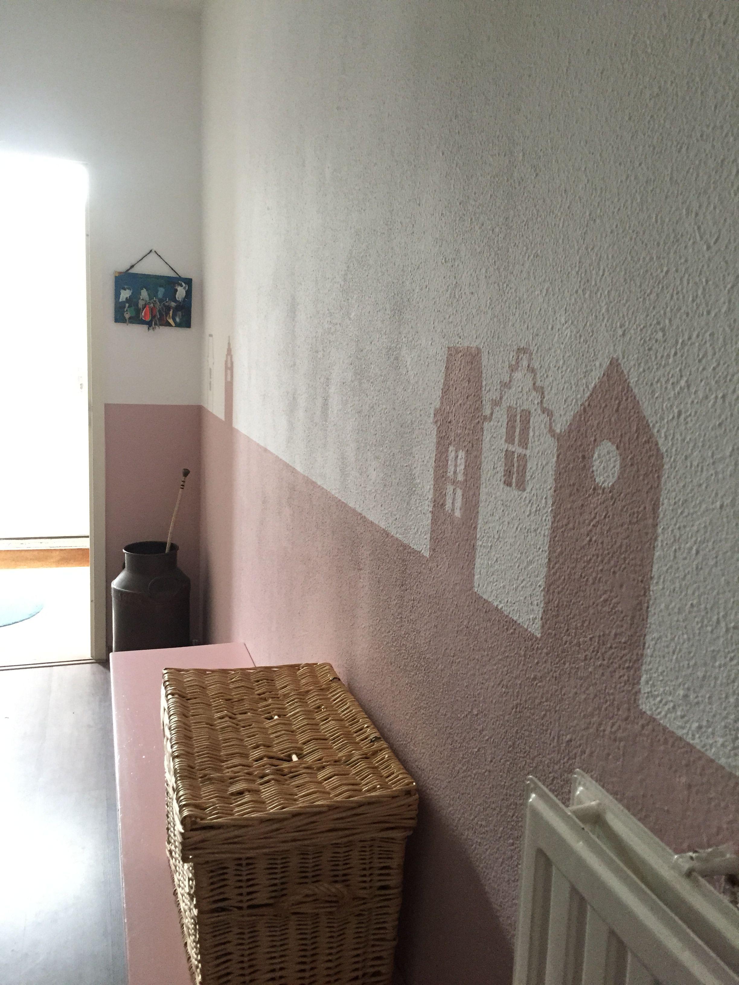 Lambrisering Schilderen Kinderkamer : Lambrisering van roze verf opgeleukt met grachtenpandjes halve