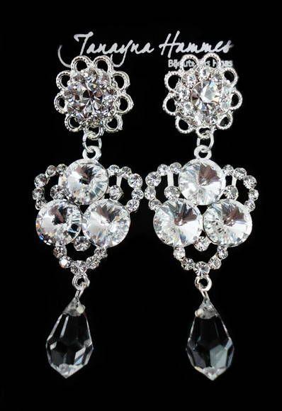 4208b67c212 Belíssimo brinco prata cravejado com strass e pedras swarovski branco e  gota de cristal transparente. Ótima opção para noivas e festas.