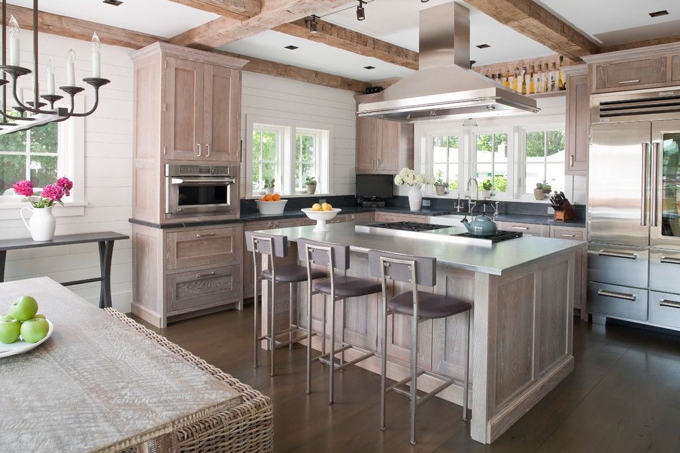 pic of kitchen cabinets light oak kitchen cabinets kitchen with bar stools 4170