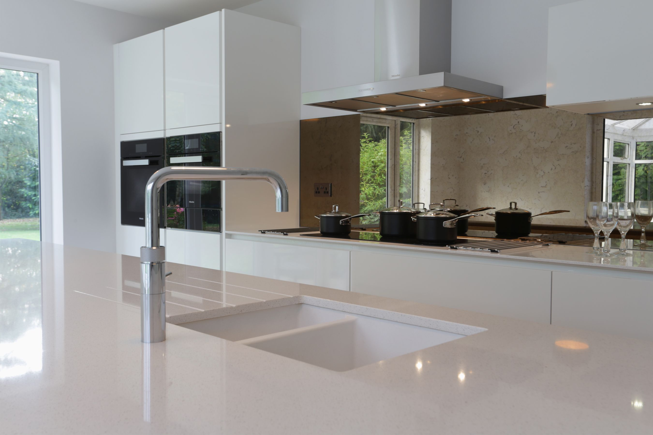 Modern Alno Kitchen From Bradburys Of Exeter Including Quooker Tap Kitchen Fittings Handleless Kitchen Kitchen Showroom