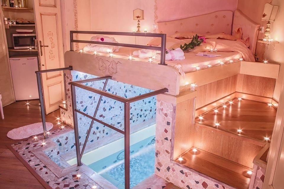 Gentil Bed With A Hot Tub Underneath! Awesome Bedroom Idea!