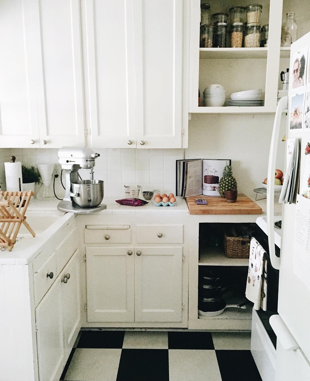 pin by bunbunn on h o m e d e c o r with images kitchen kitchen aid mixer kitchen cabinets on r kitchen cabinets id=19475