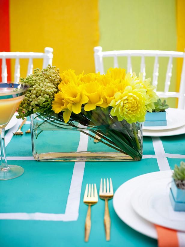 Diy Weddings Projects And Ideas For Centerpieces Dining Table Centerpiece Modern Floral Arrangements Floral Centerpieces