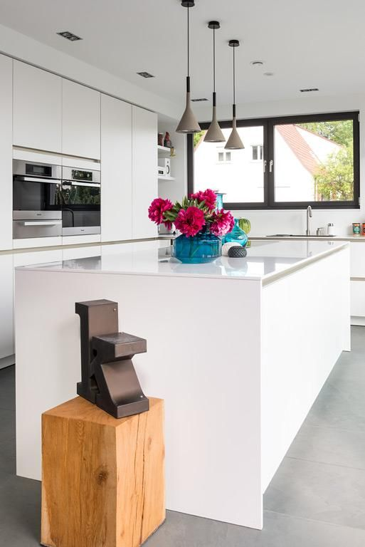 Haus des Jahres 2014 1 Preis Offene Küche in Weiß - Keuken en Lampen