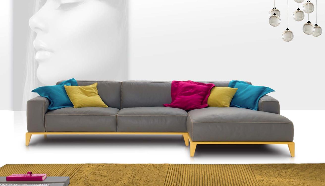 Nicoline Trevor, un #divano fuori dagli schemi composto da grandi e morbidi cuscini con ampi braccioli! #InteriorDesign #arredamento #ValentiniArredamenti