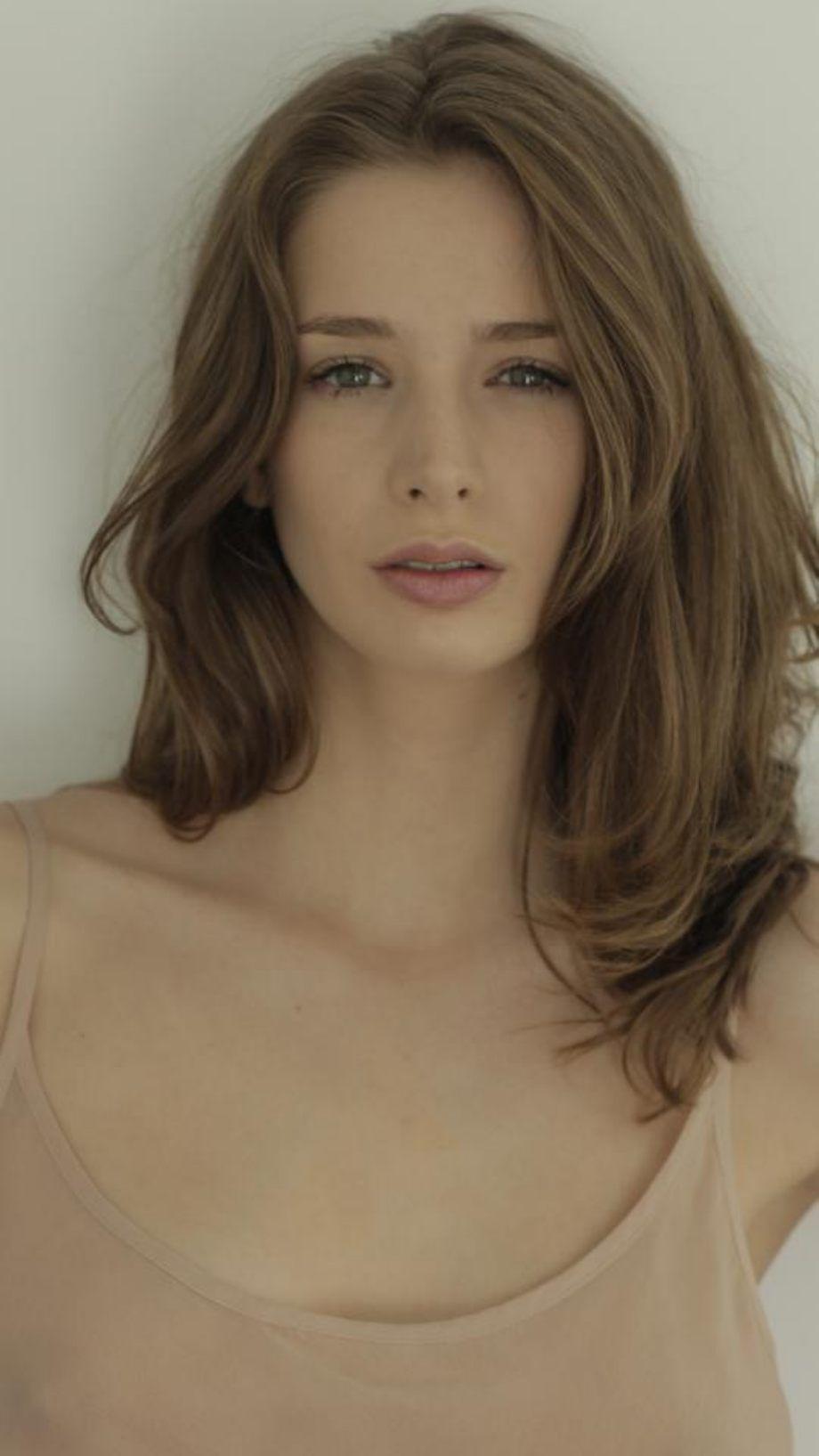 Found: Emily Shaw (12 HQ Photos) | Natural wavy hair ...