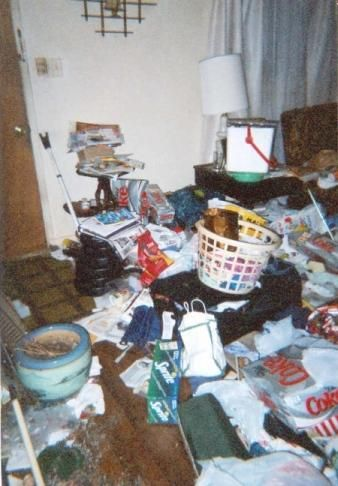 [entry room before cleaning] Squalor