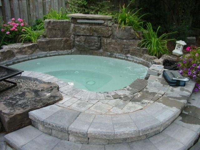 whirlpool einbauen ideen stein naturnahes design | pool, Garten und Bauen