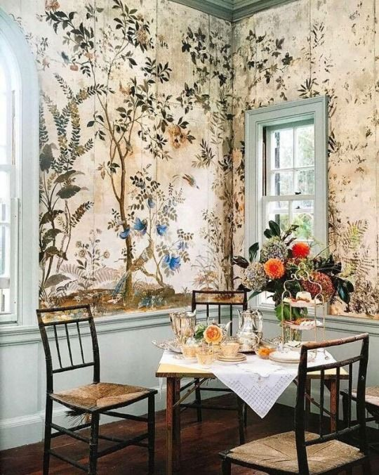 Dining Room With Chinoiserie Wallpaper Decor Chinoiserie