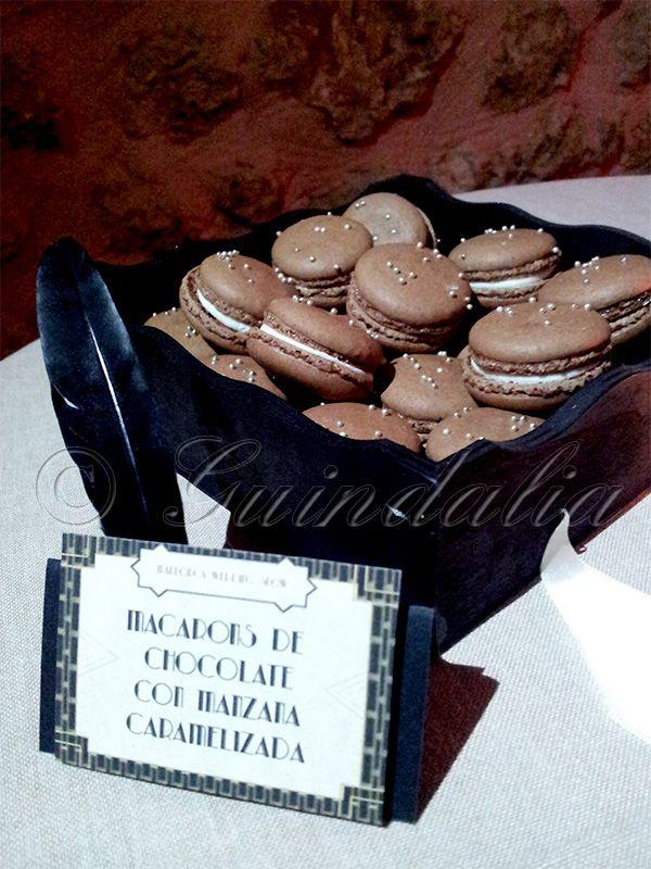 Macarons de chocolate con manzana caramelizada