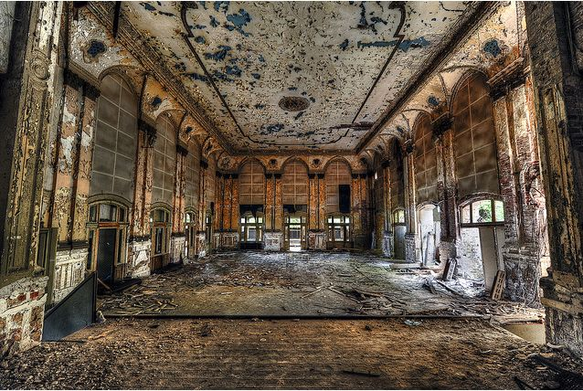 The main decayed baroque hall