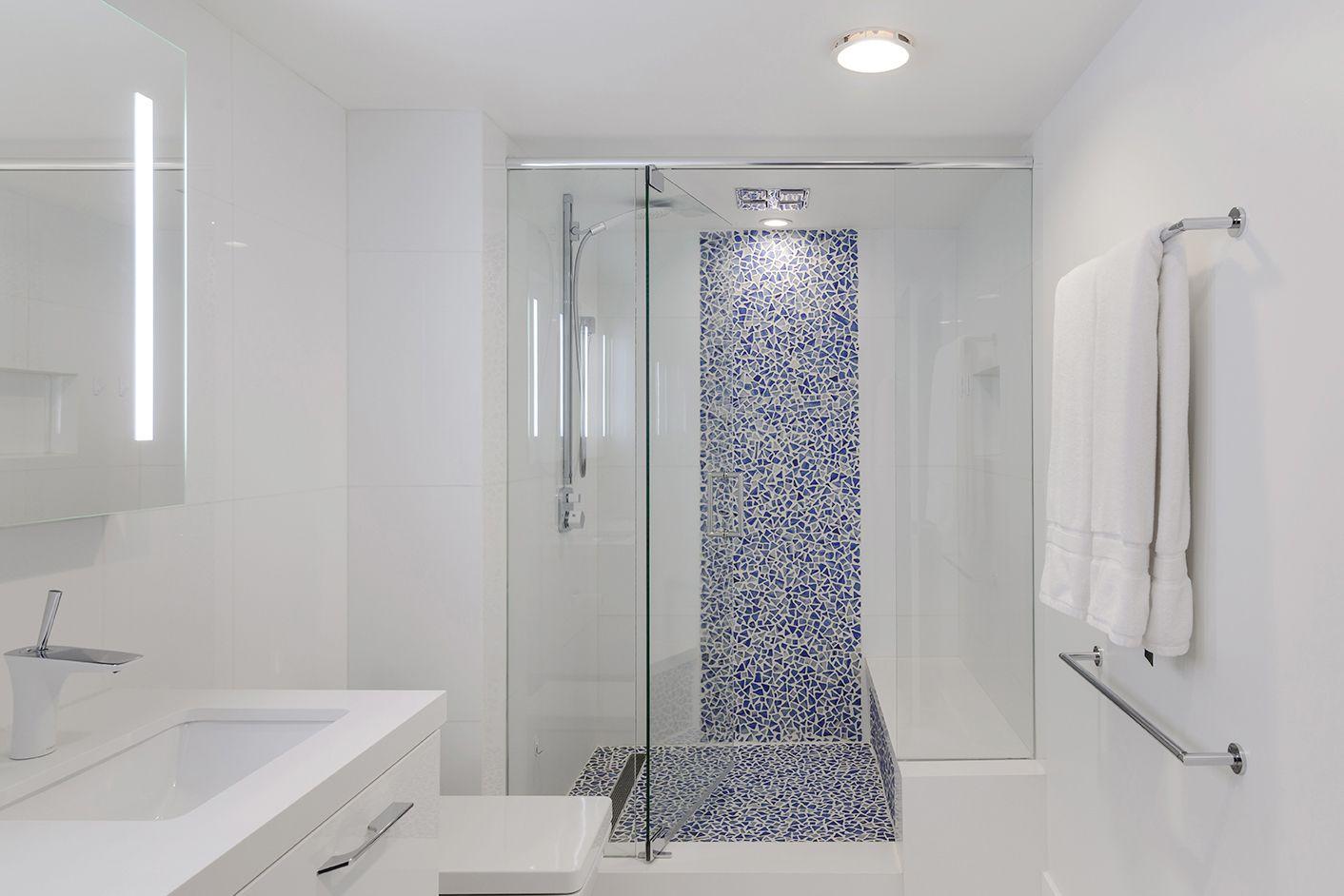 Riva Del Mar Minimalist Bathroom Design Bathroom Tile Designs Shower Tile Designs