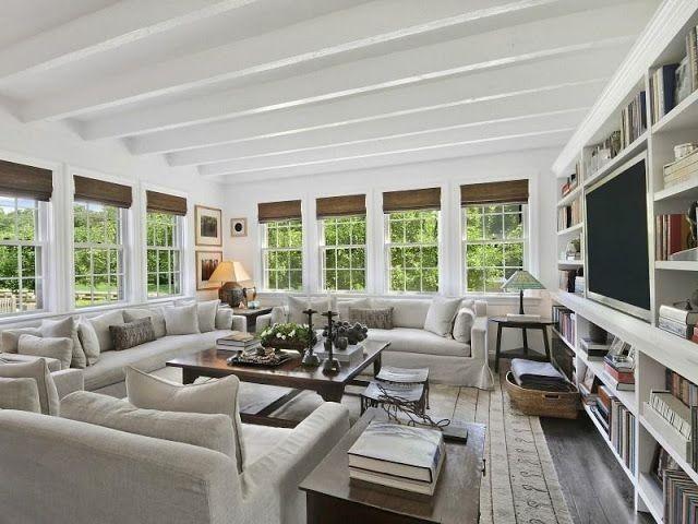 Soggiorno in stile americano soggiorno con libreria pelle bianca poltrone e divani - Finestre stile americano ...