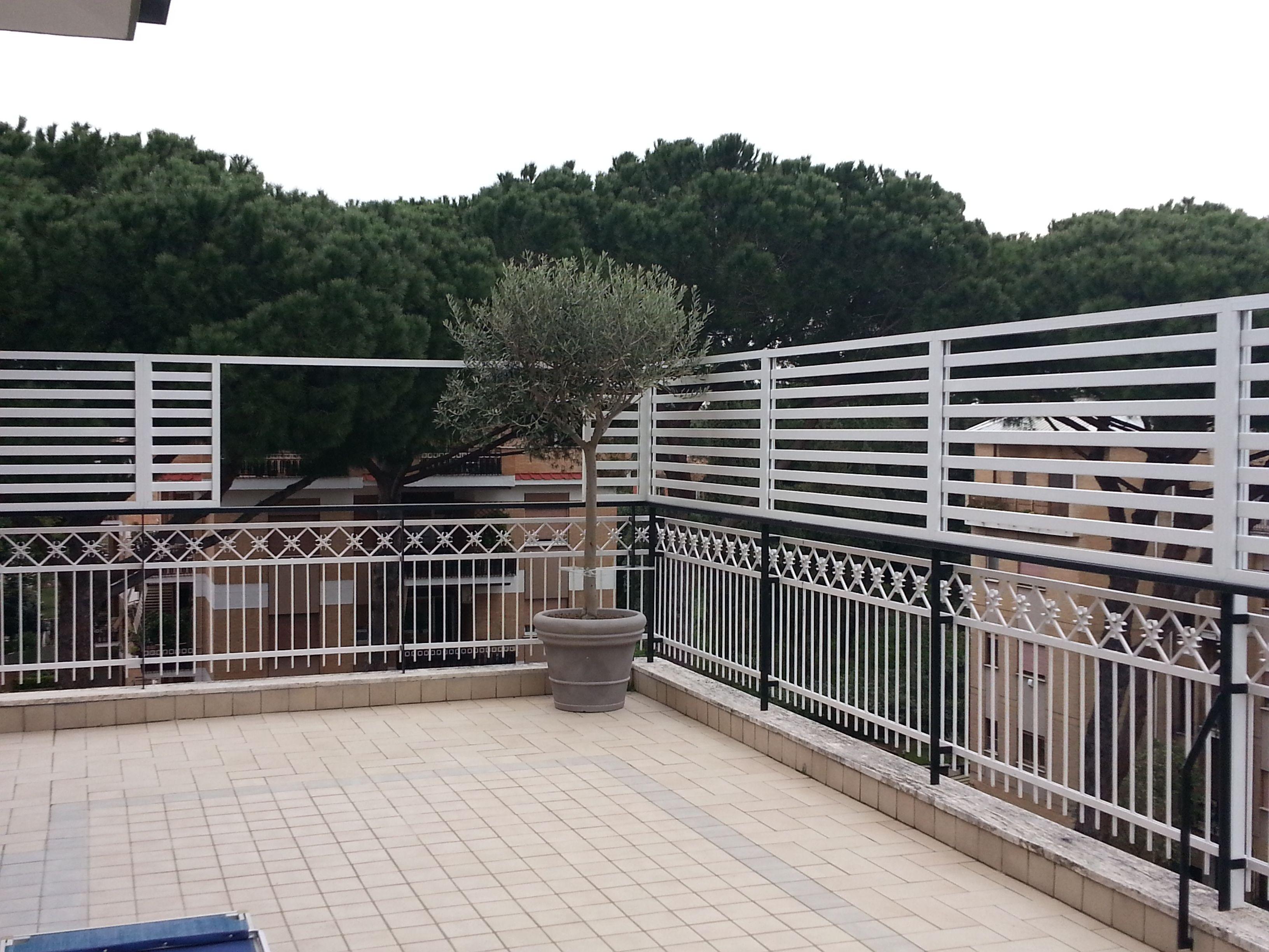 Paravento In Legno Per Esterni griglie per balconi grigliati per terrazzi in alluminio