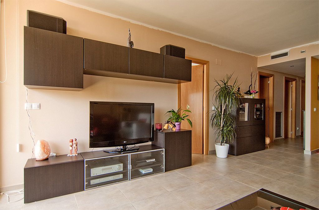 Me ense ais vuestros comedores besta de ikea apartment ideas wall ideas and apartments - Mueble cd ikea ...