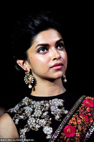 Deepika Padukone in saree and high neck blouse | Deepika ...