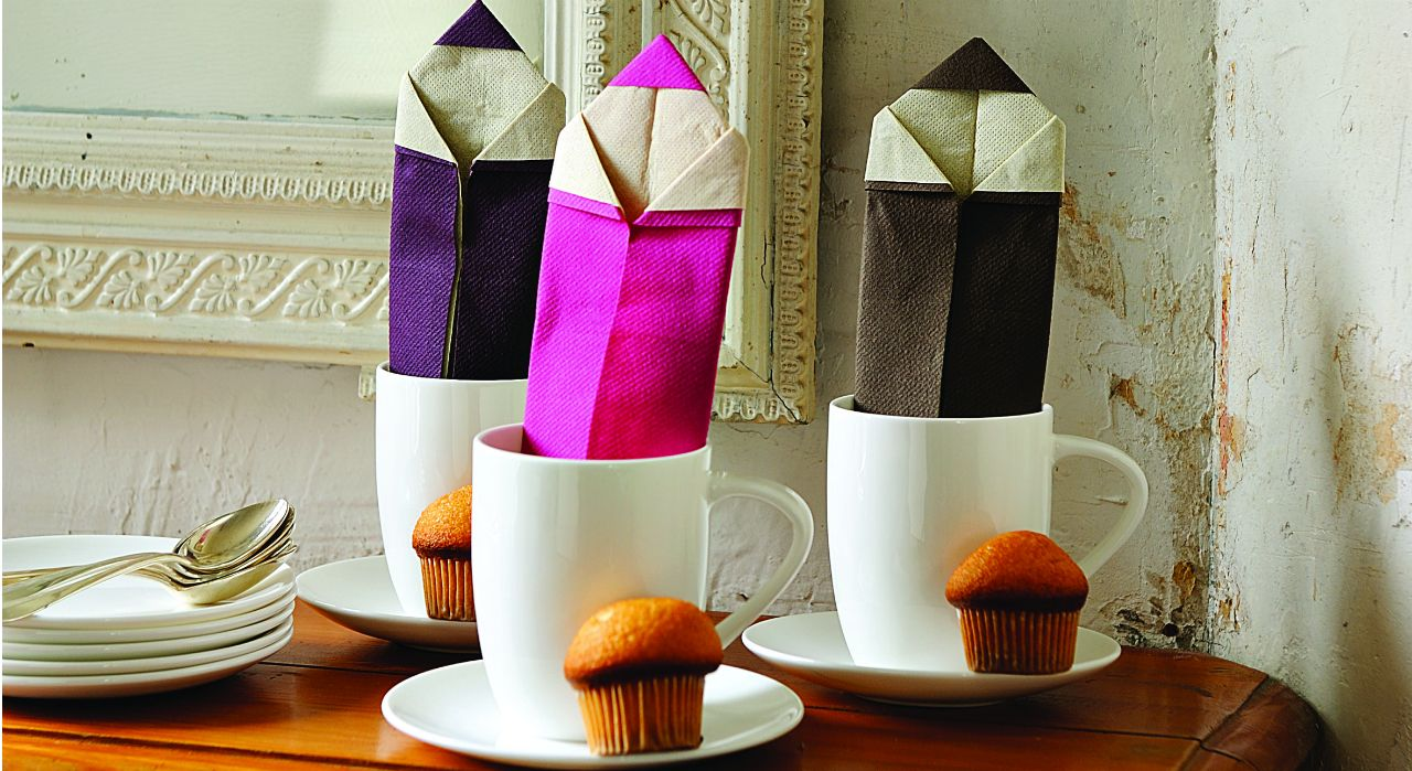 pliage de serviette en forme de crayon pliage serviettes pinterest napkin folding toilet. Black Bedroom Furniture Sets. Home Design Ideas