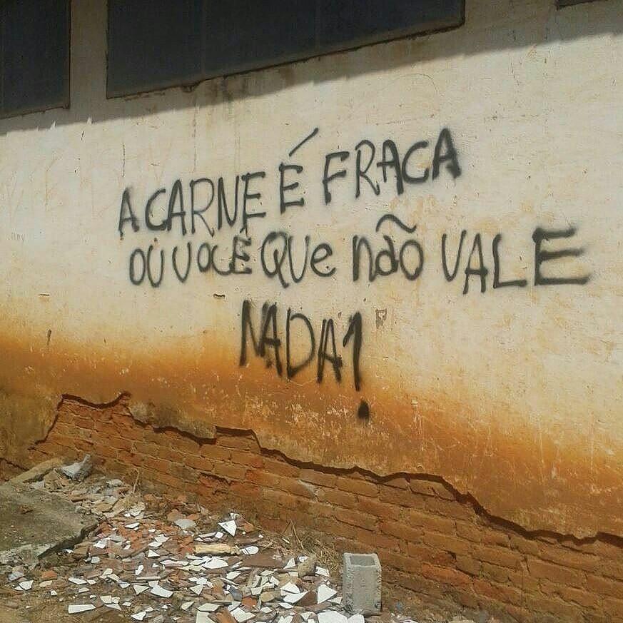 #Repost @laramarrochi ・・・ São João de Petrópolis, ES. #olheosmuros #arteurbana #artederua #ES #pixo http://ift.tt/2cpdBLn