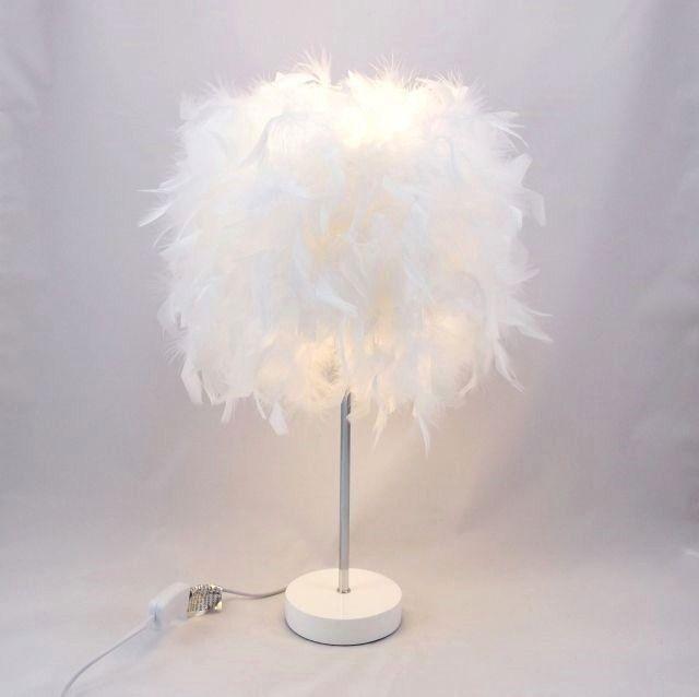 Lampe Plumes Lampe De Table Lampe De Salon Boa Plumes Blanches Sur Pied Metal Inox Et Blanc Diy Lampe De Chevet Idees Pour La Maison Lampe Salon