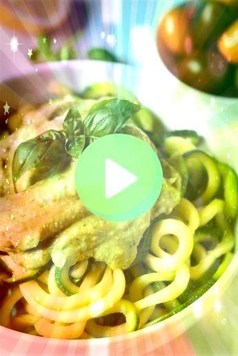 de calabacín con cremoso de pesto de aguacate Para esta receta de 10 minutos necesitas  Espagueti de calabacín con cremoso de pesto de aguacate Para esta re...