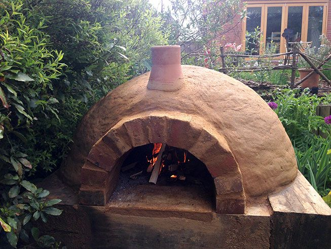 In a recent post I demonstrated what happens when a traditional clay oven is neglected and abandoned to thevagariesof a British winter. After waiting for weeks for the weather to pick-up a little…