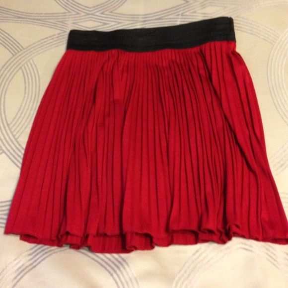 New Couture red and black skirt Bought at a couture shop. Accordion style and very stylish when worn with a top and blazer or cardigan. 16 1/2 inches from top to hem Skirts