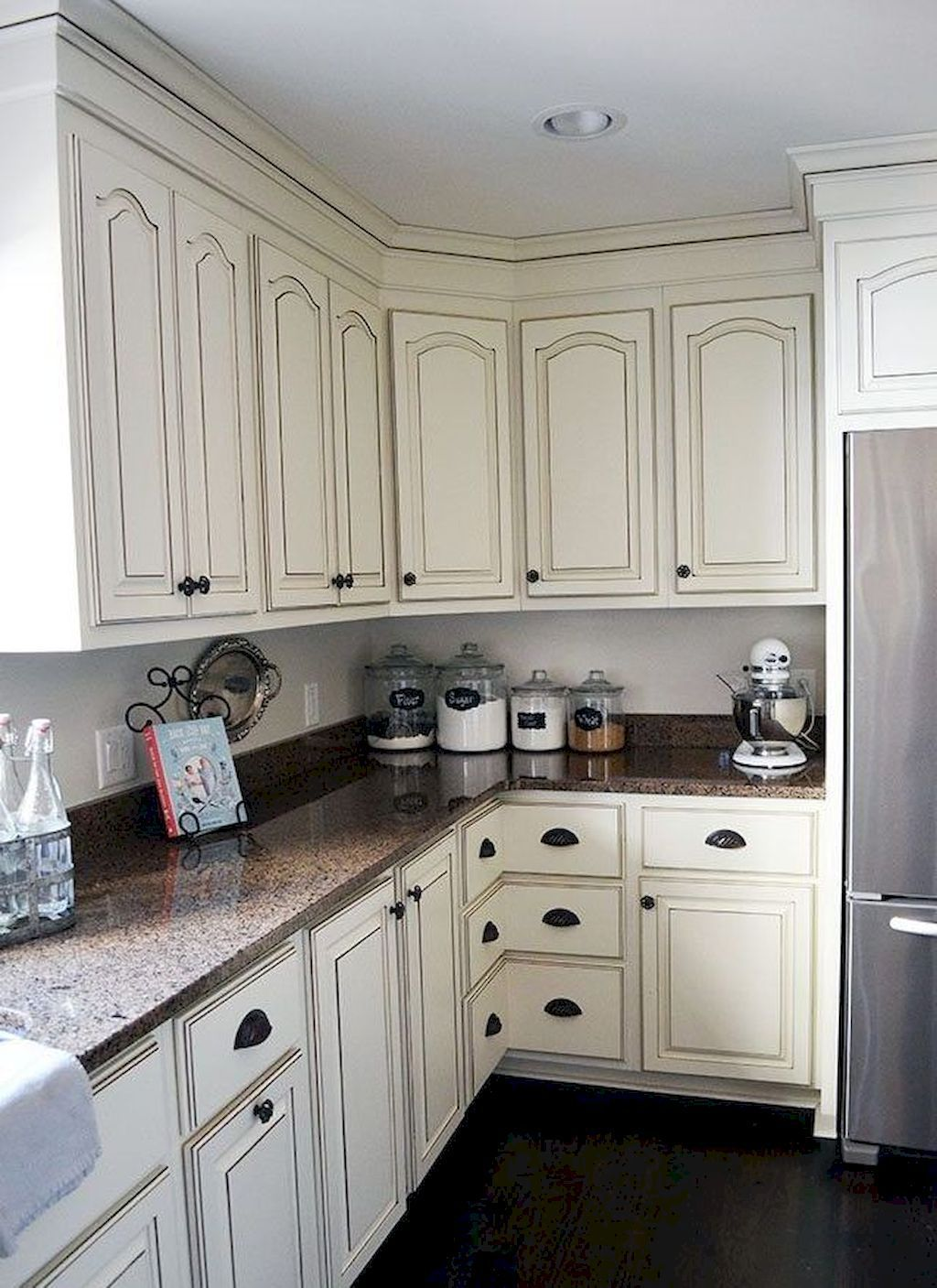 44 Awezome Farmhouse Kitchen Cabinet Makeover Design Ideas French Country Kitchen Cabinets Kitchen Cabinet Design Glazed Kitchen Cabinets