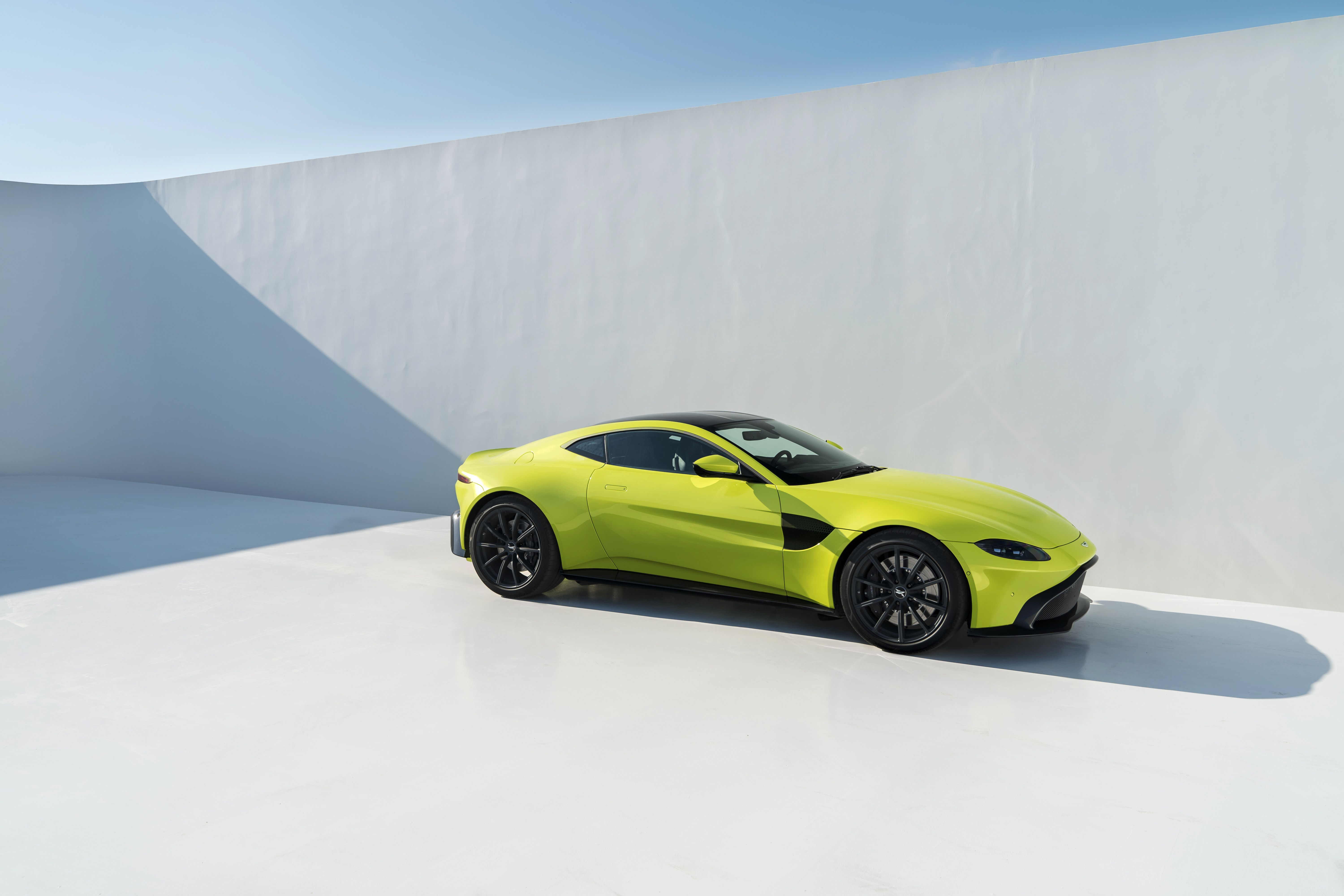 The 2019 Aston Martin Vantage Doesn t Settle For Anything