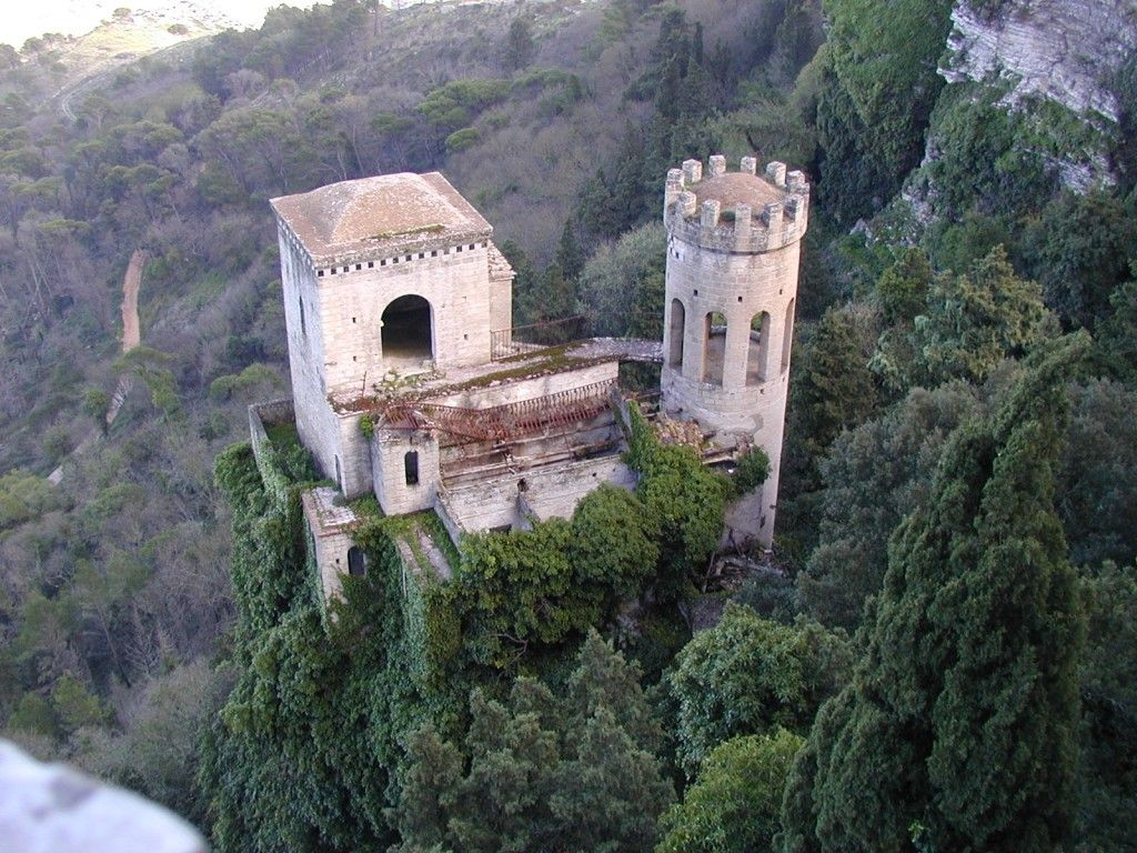 Brenne castle sale google search creativcastle live for Small chateau