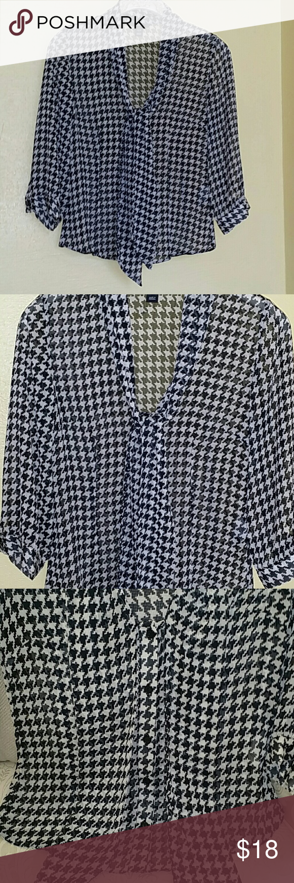 H&M Top H&M Top  100 % Polyester 3 / 4 sleeves H&M Tops Blouses