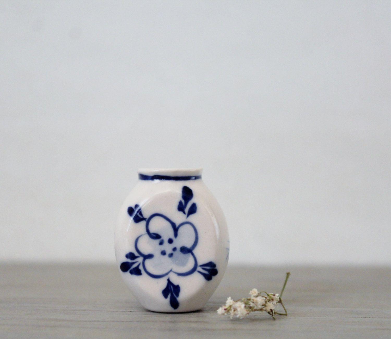 Vintage miniature vase white blue porcelain vase dollhouse vintage miniature vase white blue porcelain vase dollhouse furniture collectible reviewsmspy