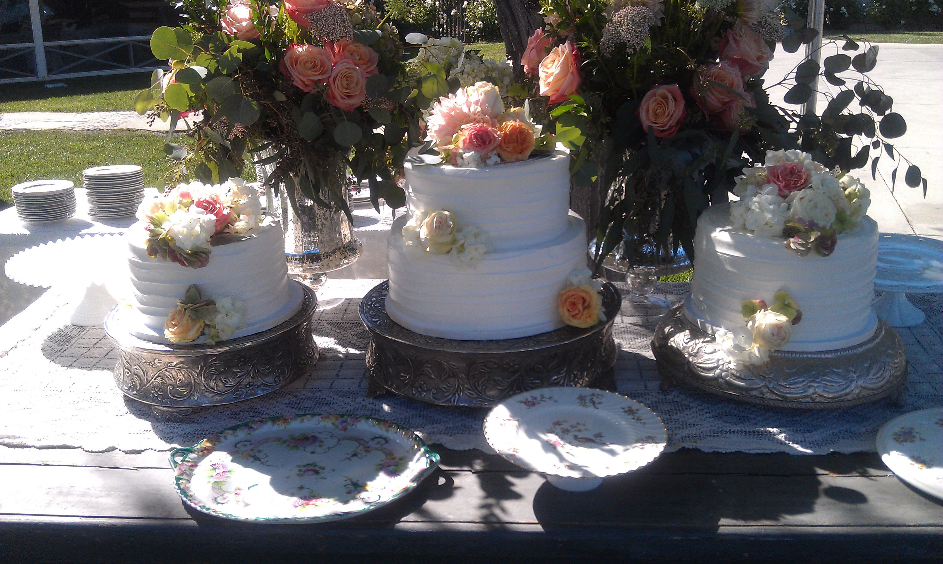 Textured wedding cake table.