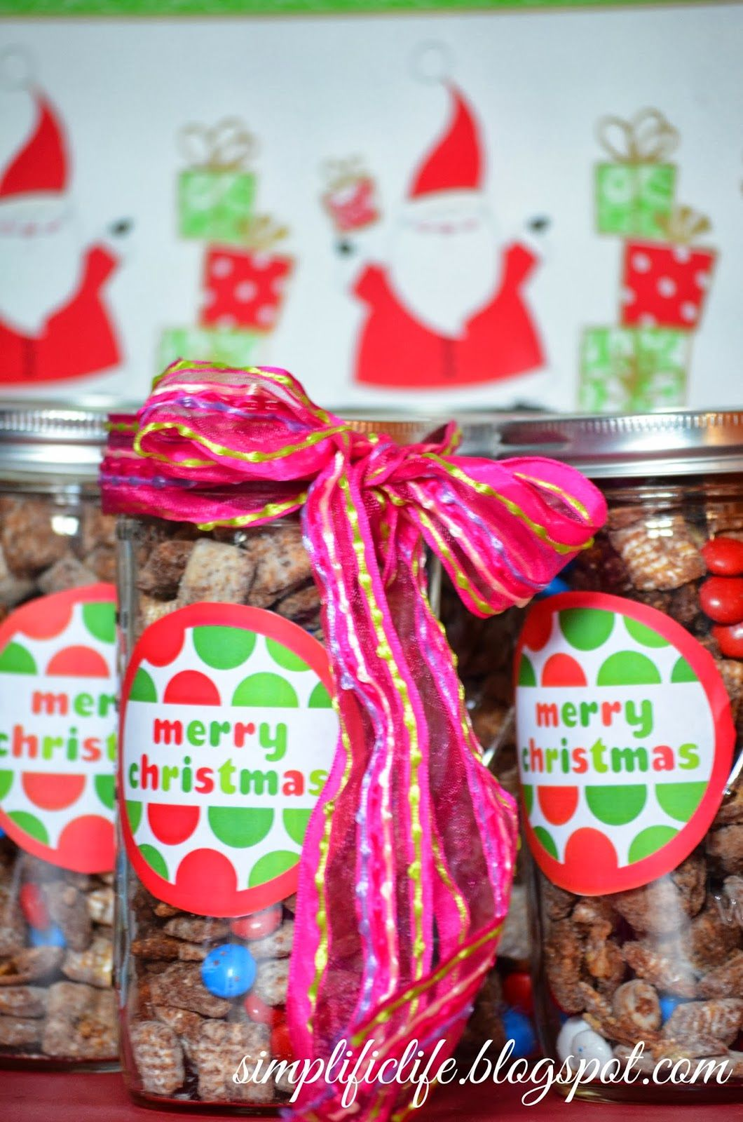 Christ puppy chow in festive mason jars. An inexpensive and adorable gift #masonjar #christmas #baking